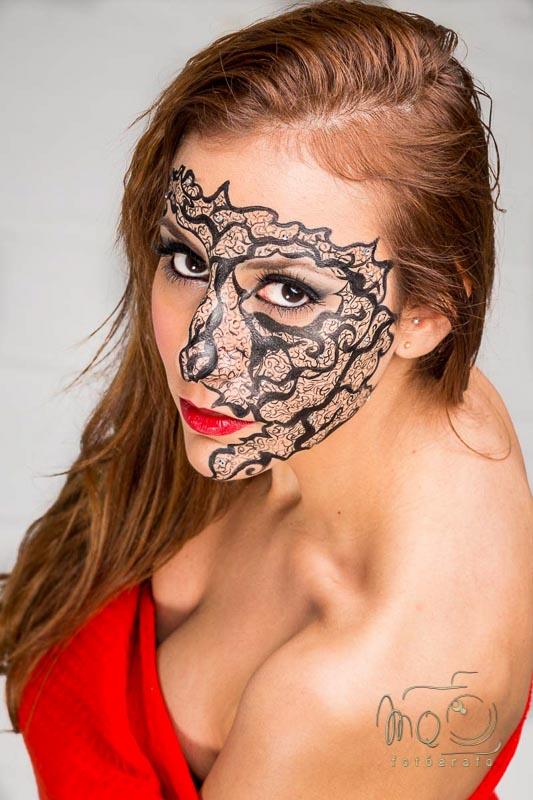 chica con cara pintada de fantasía