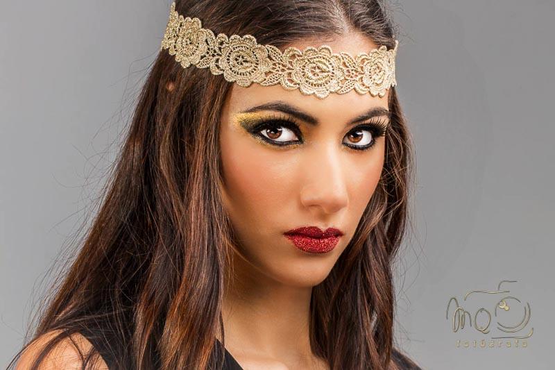 retrato de modelo de primer plano, chica con diadema en el pelo