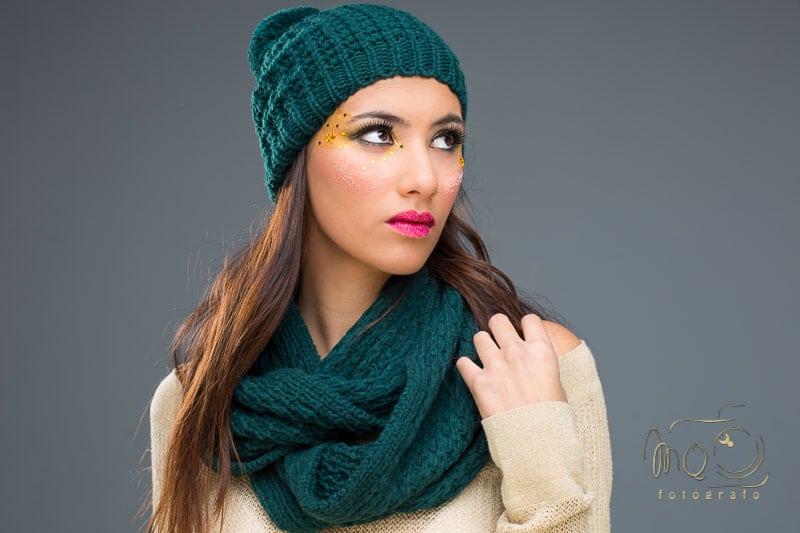 Sesión de moda y Fantasía, Irene con gorro y bufanda verdes y cara maquillada