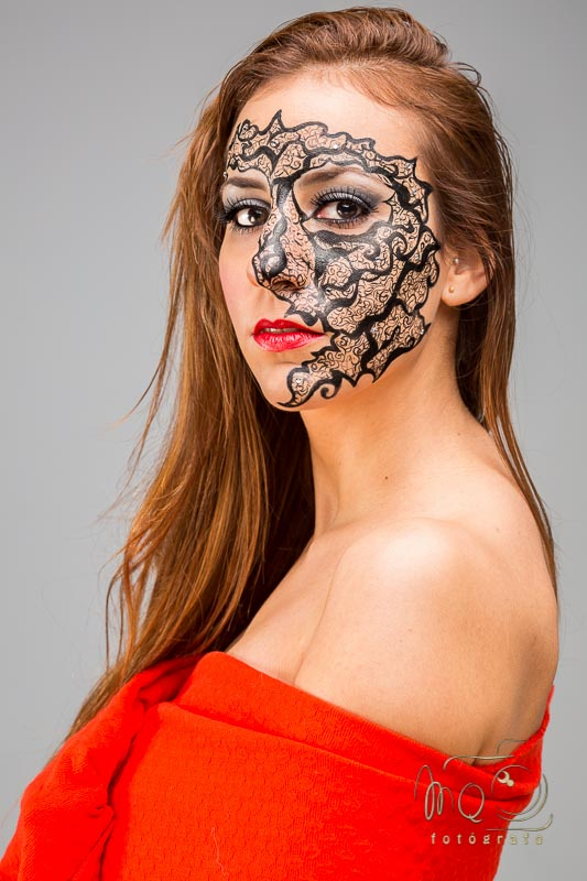 retrato de modelo con detalle de maquillaje de fantasía