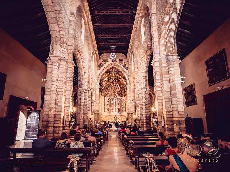 Interior de la iglesia de la boda en córdoba capital