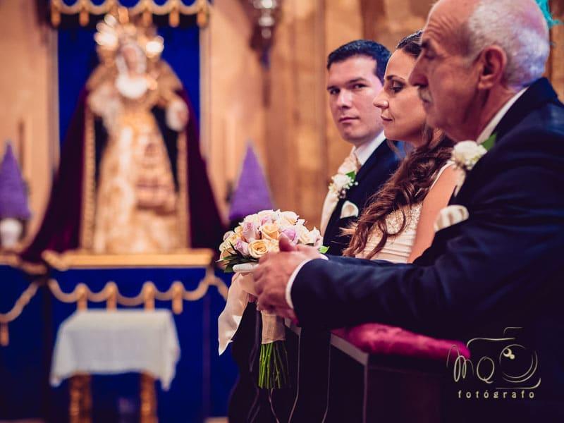 momento de la ceremonia de boda cuando el novio nos mira