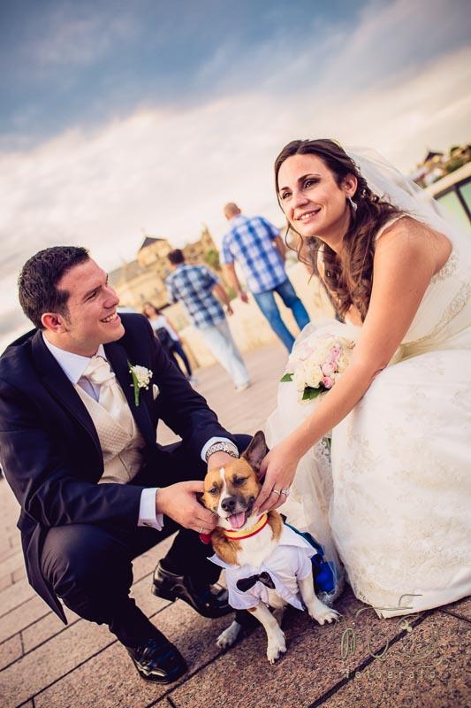 foto de novios en el puente romano de Córdoba con su perro