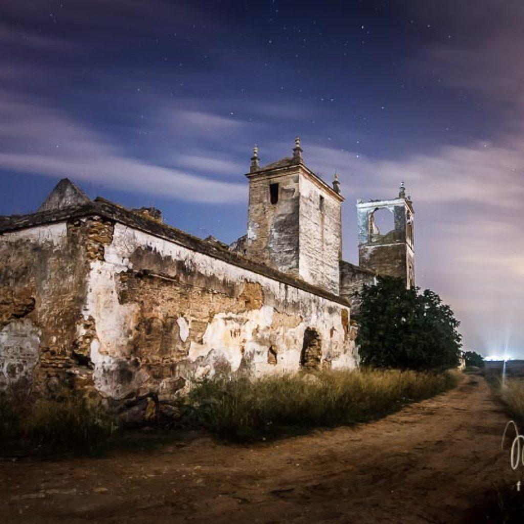 foto nocturna Hacienda La Mejorada Baja parte trasera
