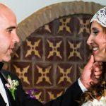 novios mirándose en su boda civil en Córdoba