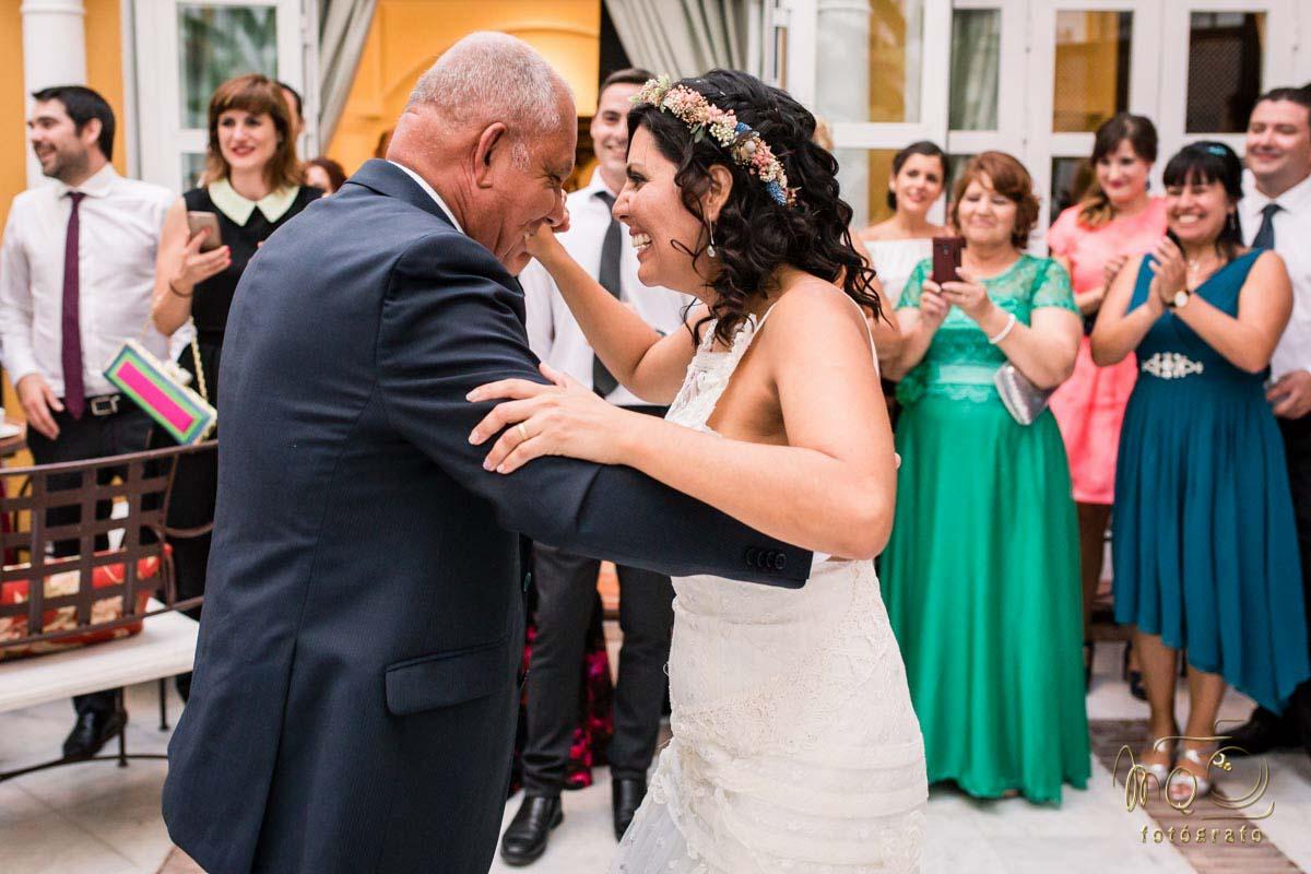 novia bailando con el padre
