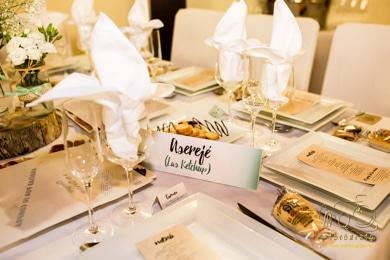 Detalles de la mesa de invitados de boda
