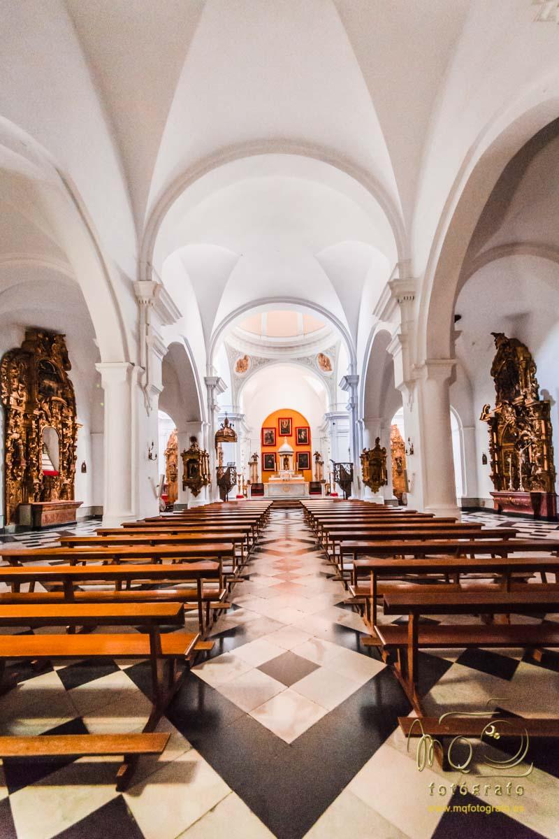 vista completa del interior de la iglesia de San Pedro en Carmona