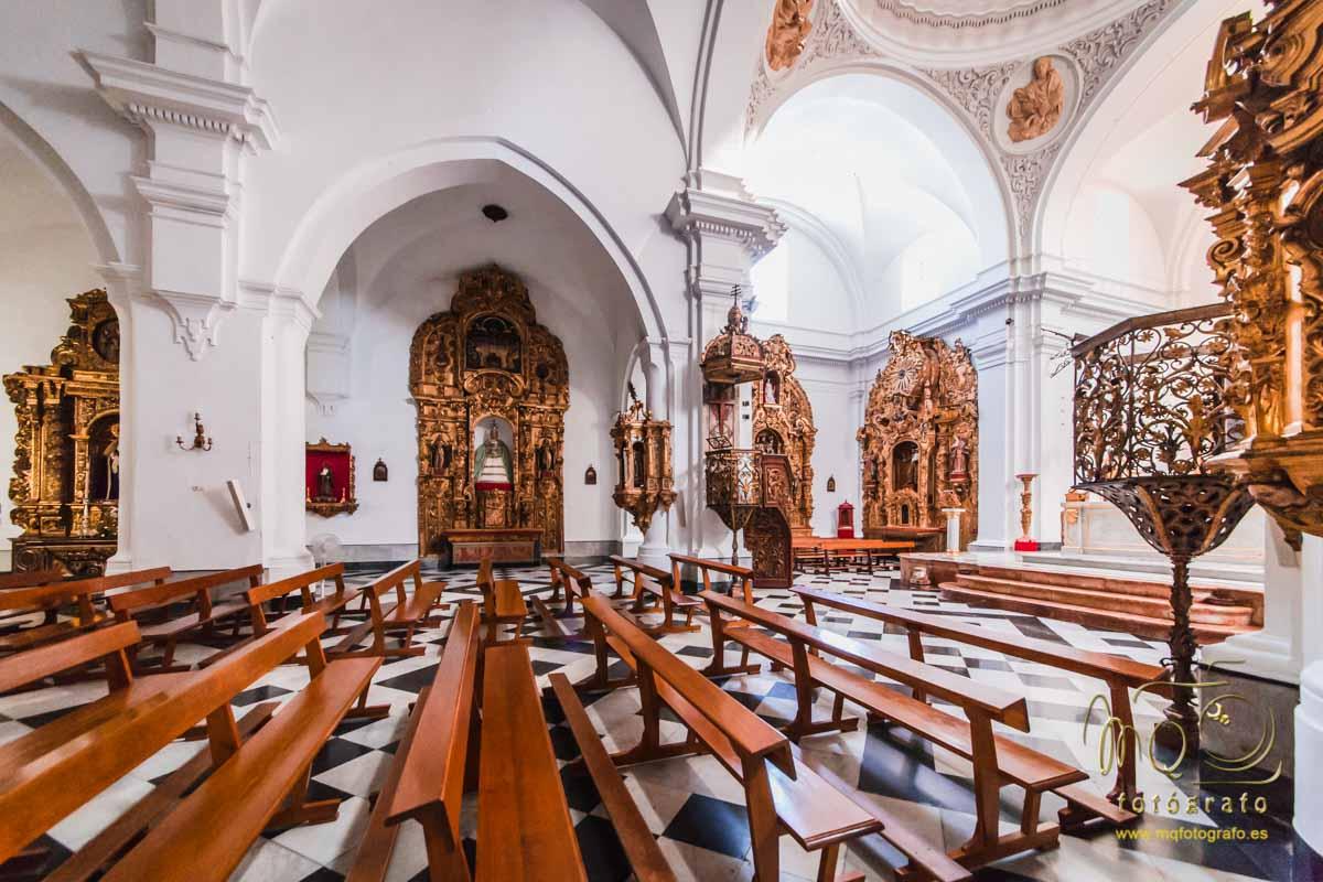 vista lateral del interior de la iglesia de San Pedro en Carmona