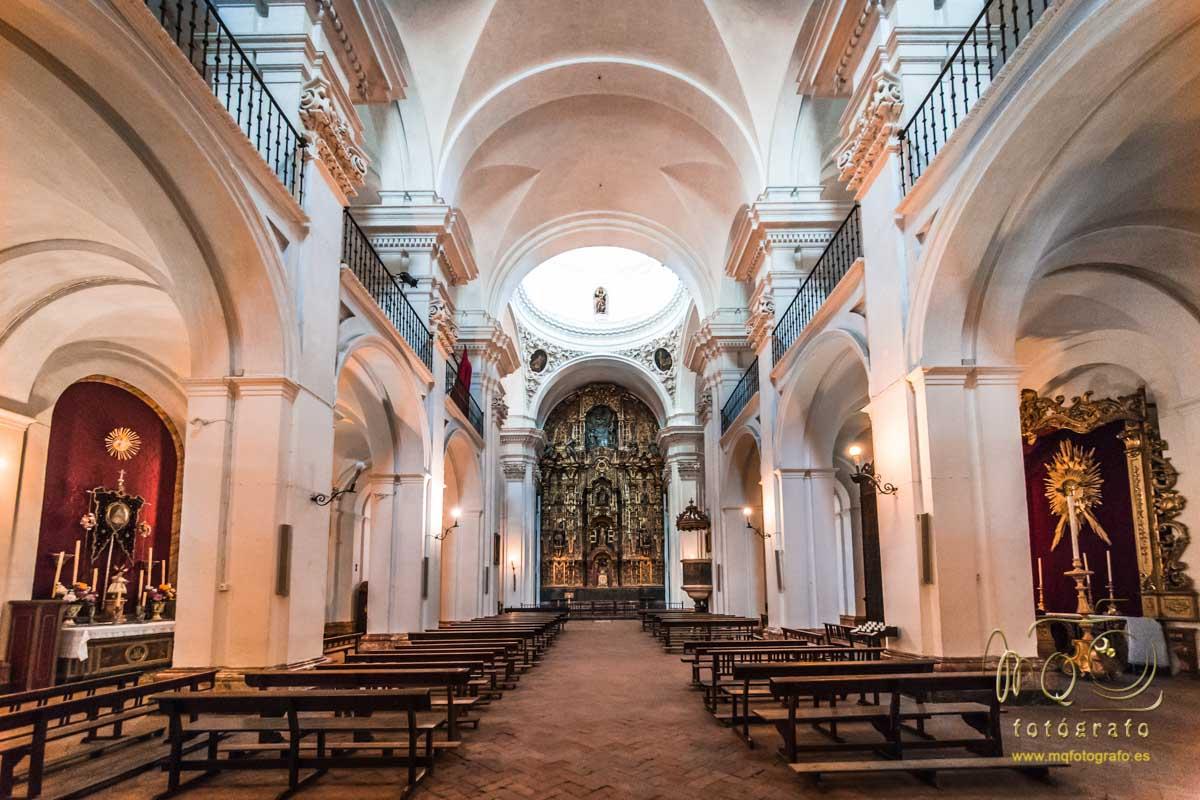 vista completa del interior de la iglesia del Salvador de Carmona