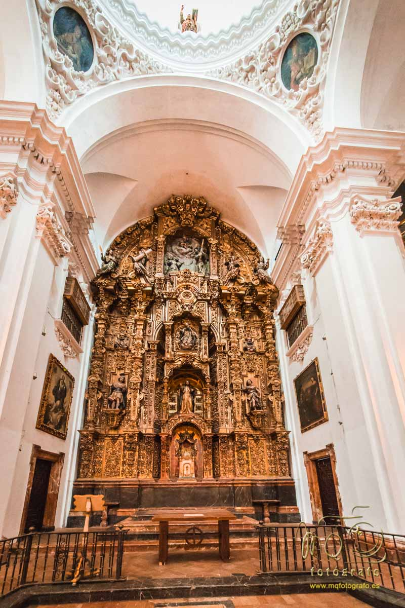 vista completa del altar de la iglesia del Salvador de Carmona