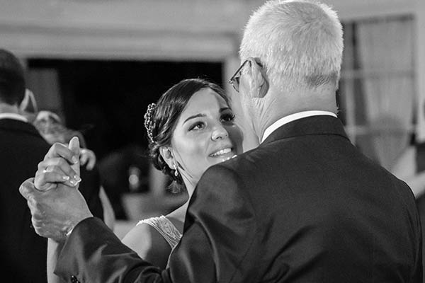 boda en Sevilla novia bailando con el padre